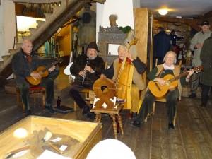 Deutsches Hirtenmuseum Hersbruck -  Erbsenbodenmusikaten